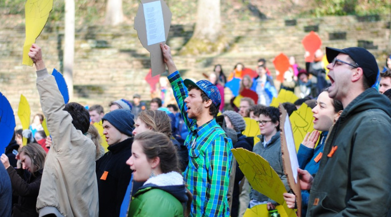 Students rally in the amphitheater as part of the Power Up! Divestment ConvergencePhoto by Elèna Ruyter '14